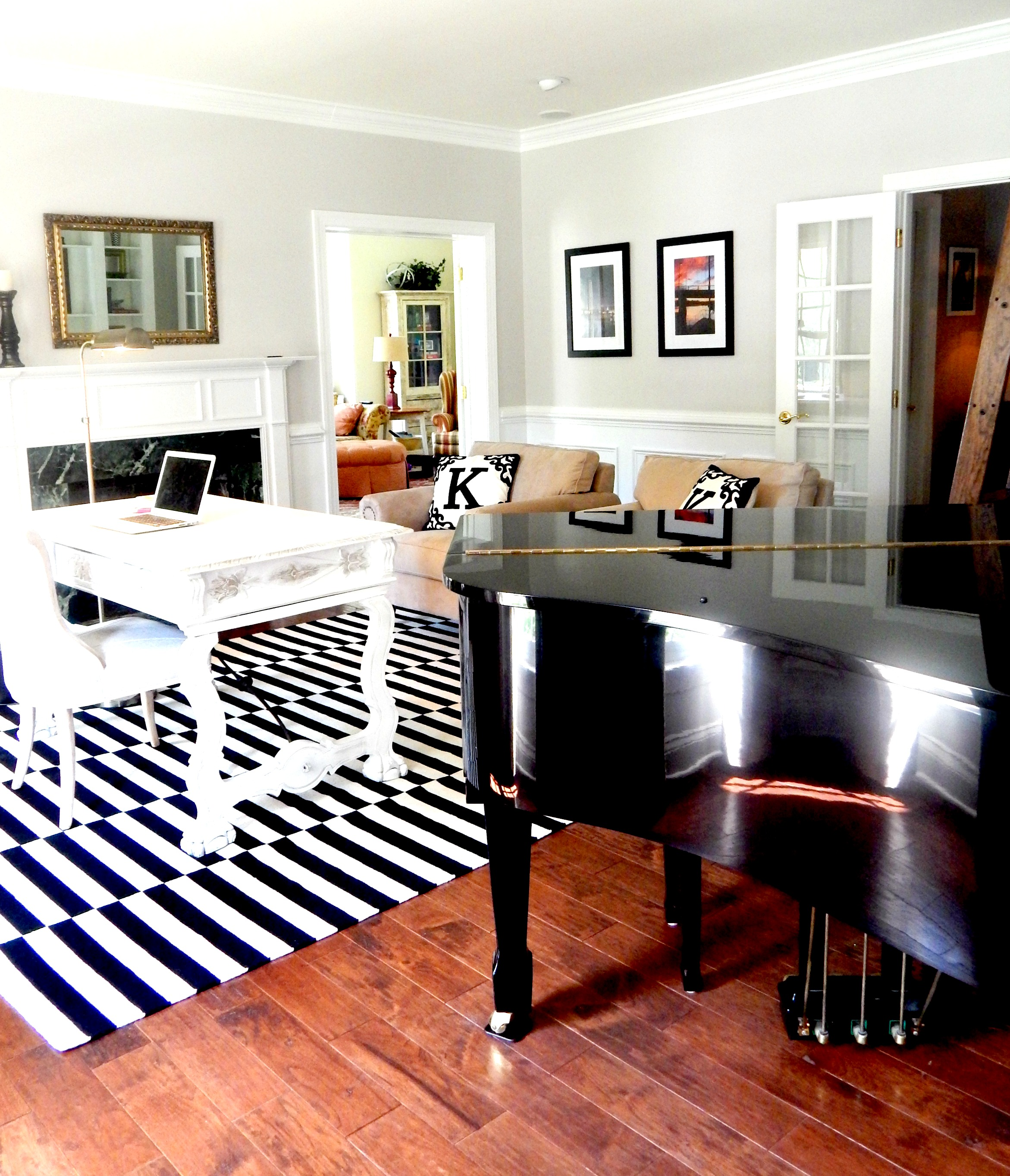 Office Space With Black, White And Gold