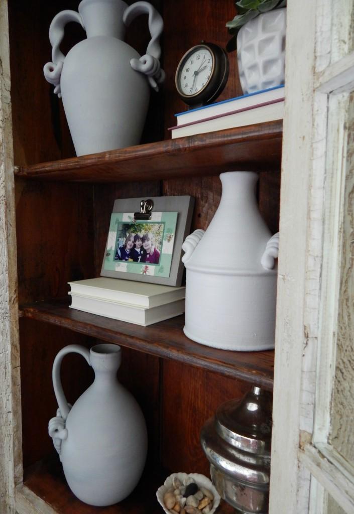 Using neutrals accessories to lighten up a dark bookcase