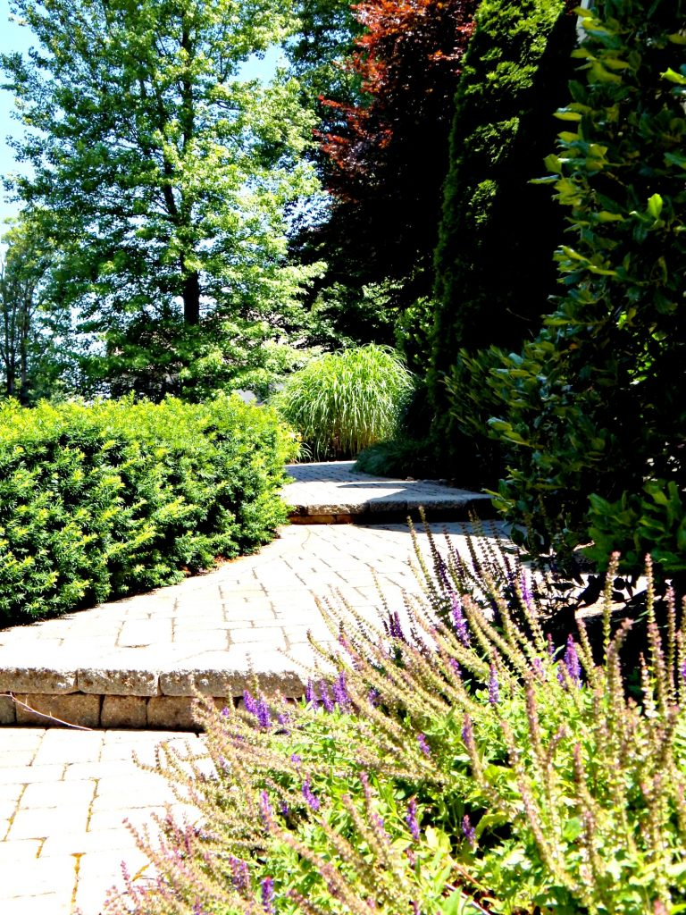 Paver walkway to the front door