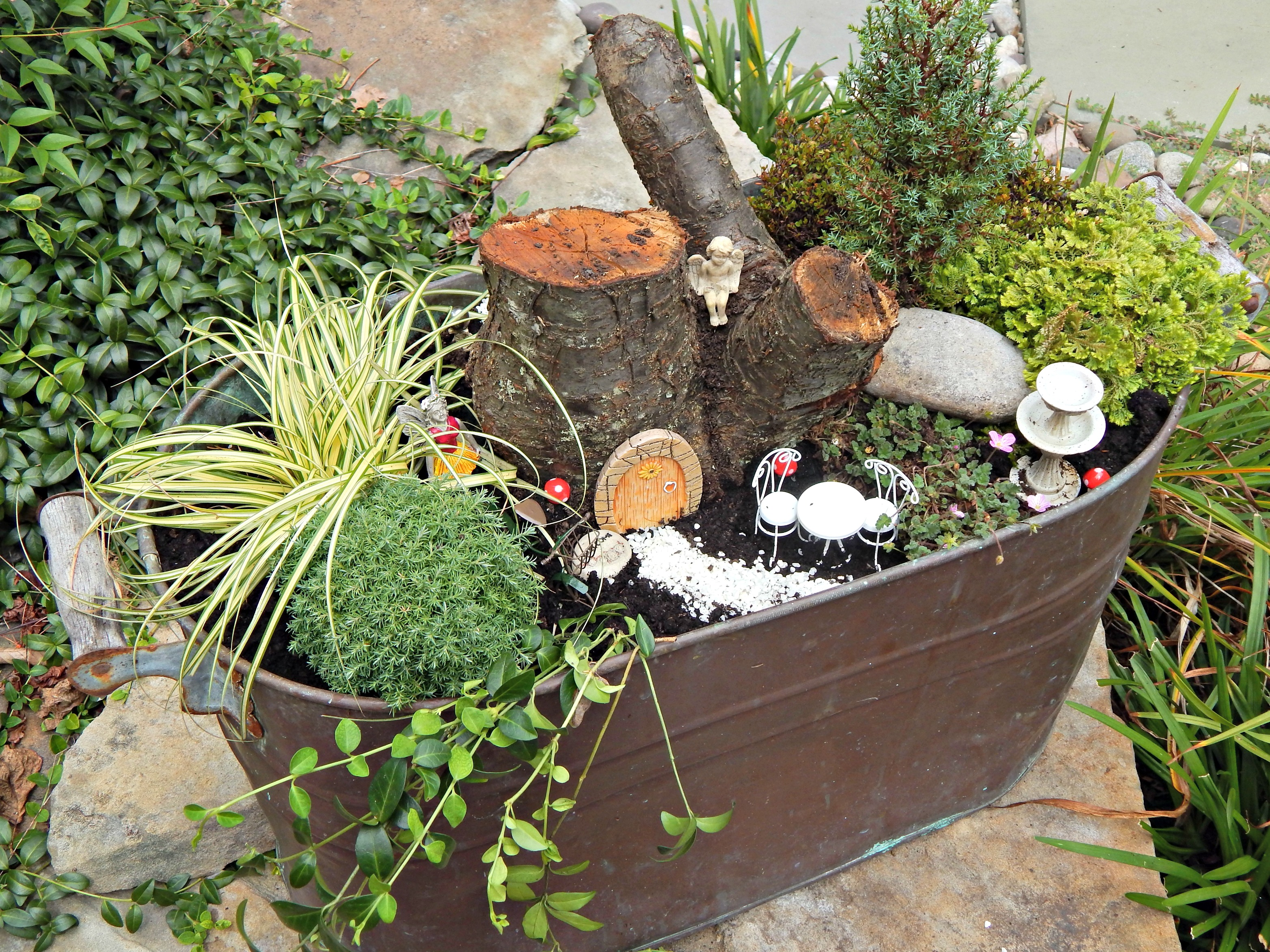 easy diy fairy garden stylish revamp. Black Bedroom Furniture Sets. Home Design Ideas